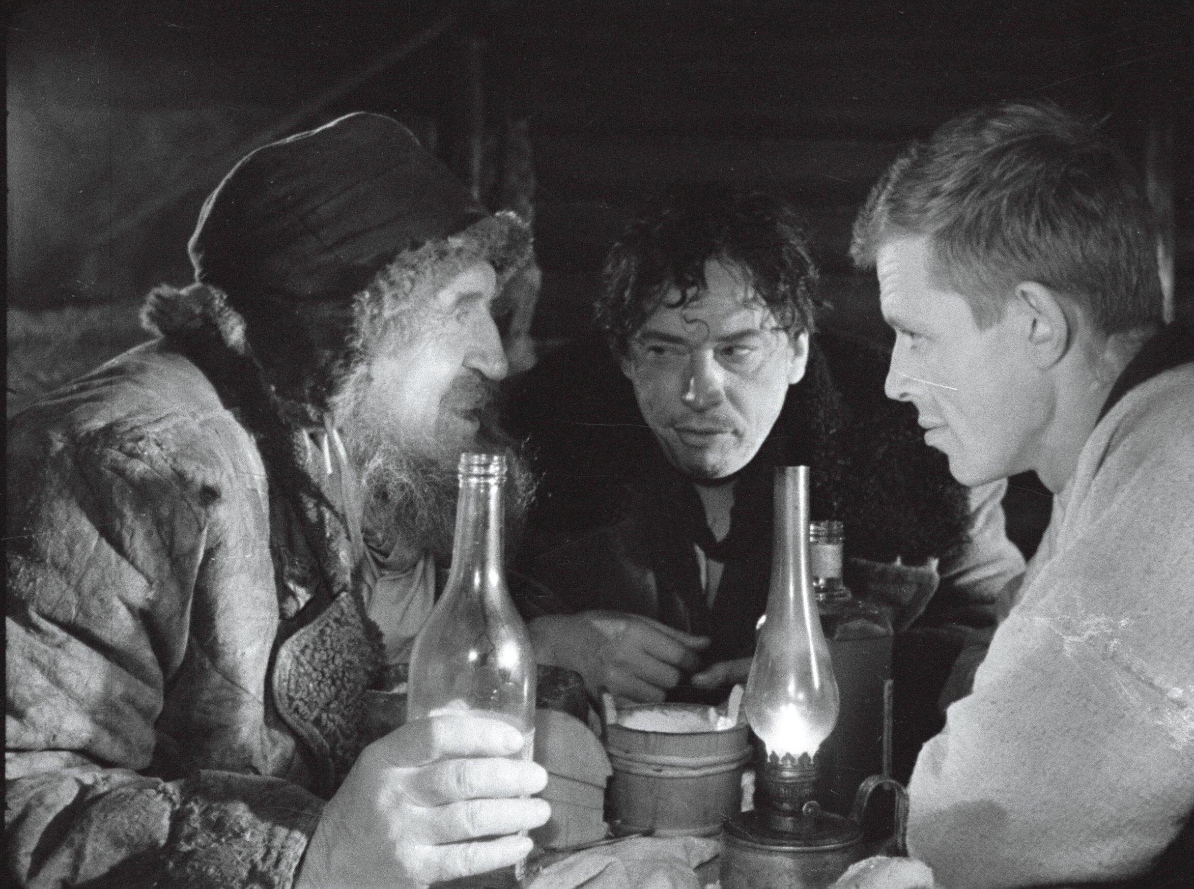 EFA. 664.0-198591 Kaader samast filmist, vasakult Fred Malmsten, Eduard Ralja, Leonhard Merzin.