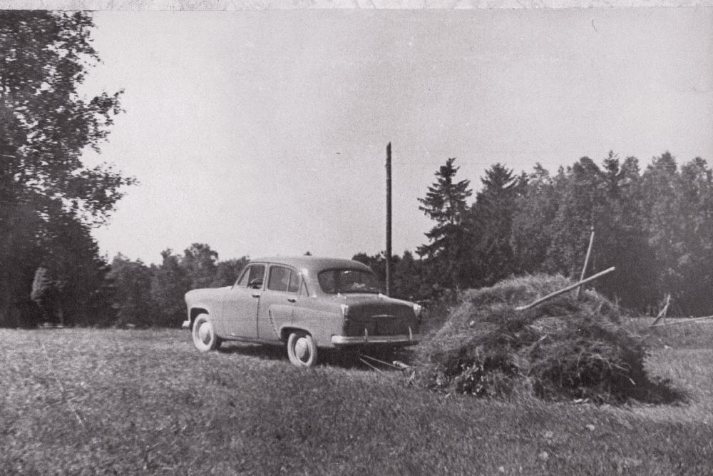 """Eesrindlikule kolhoosnikule võimaldatud sõiduauto """"Moskvitš"""" laiad kasutusvõimalused, 1964. EFA.697.0-201304"""