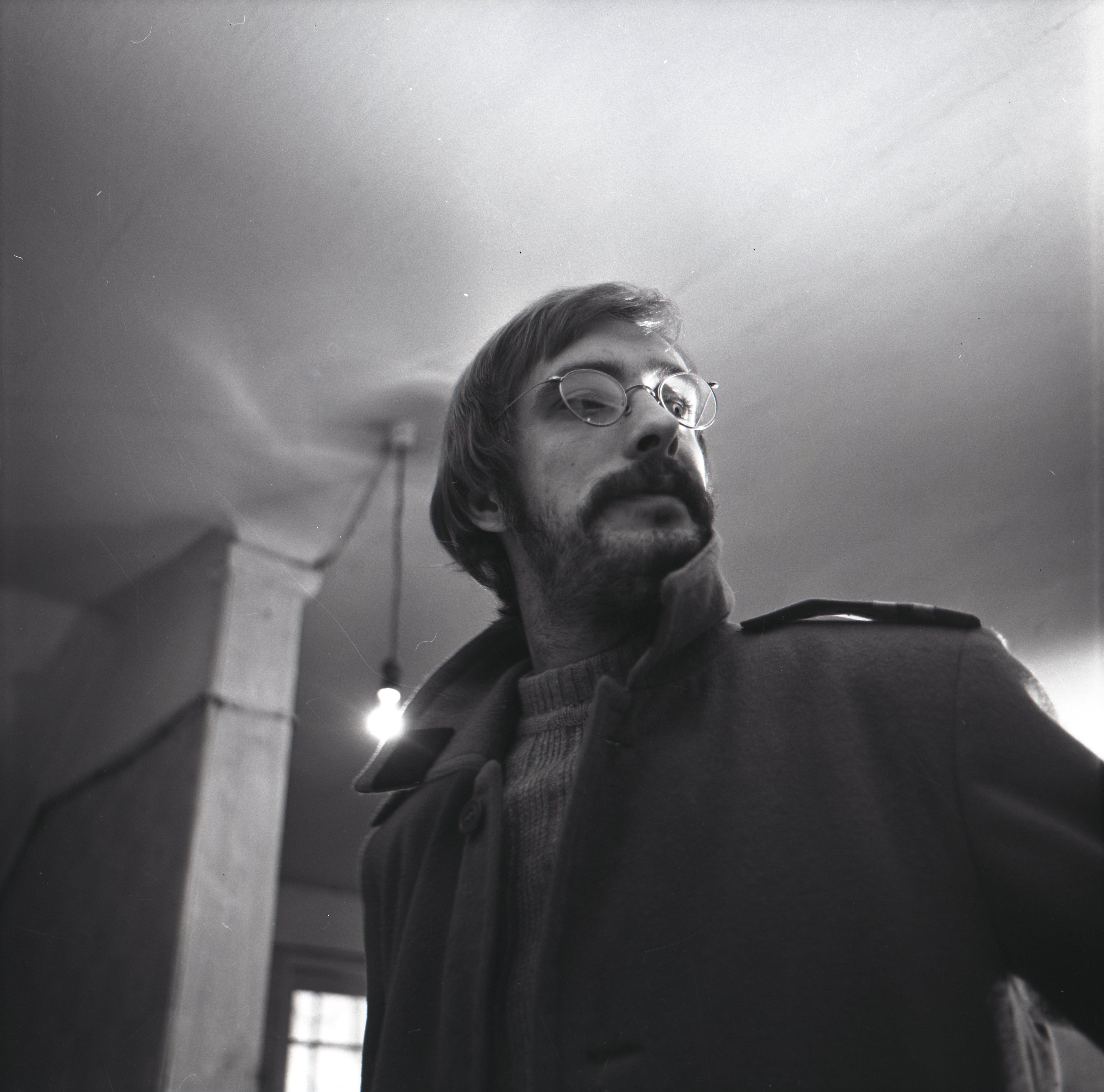 """EFA 0-205259. Lühimängufilm """"Promenaad"""" filmialmanahhist """"Karikakramäng"""" – Hans-Eerik – Lembit Ulfsak. Foto: Tallinnfilm, 1977"""