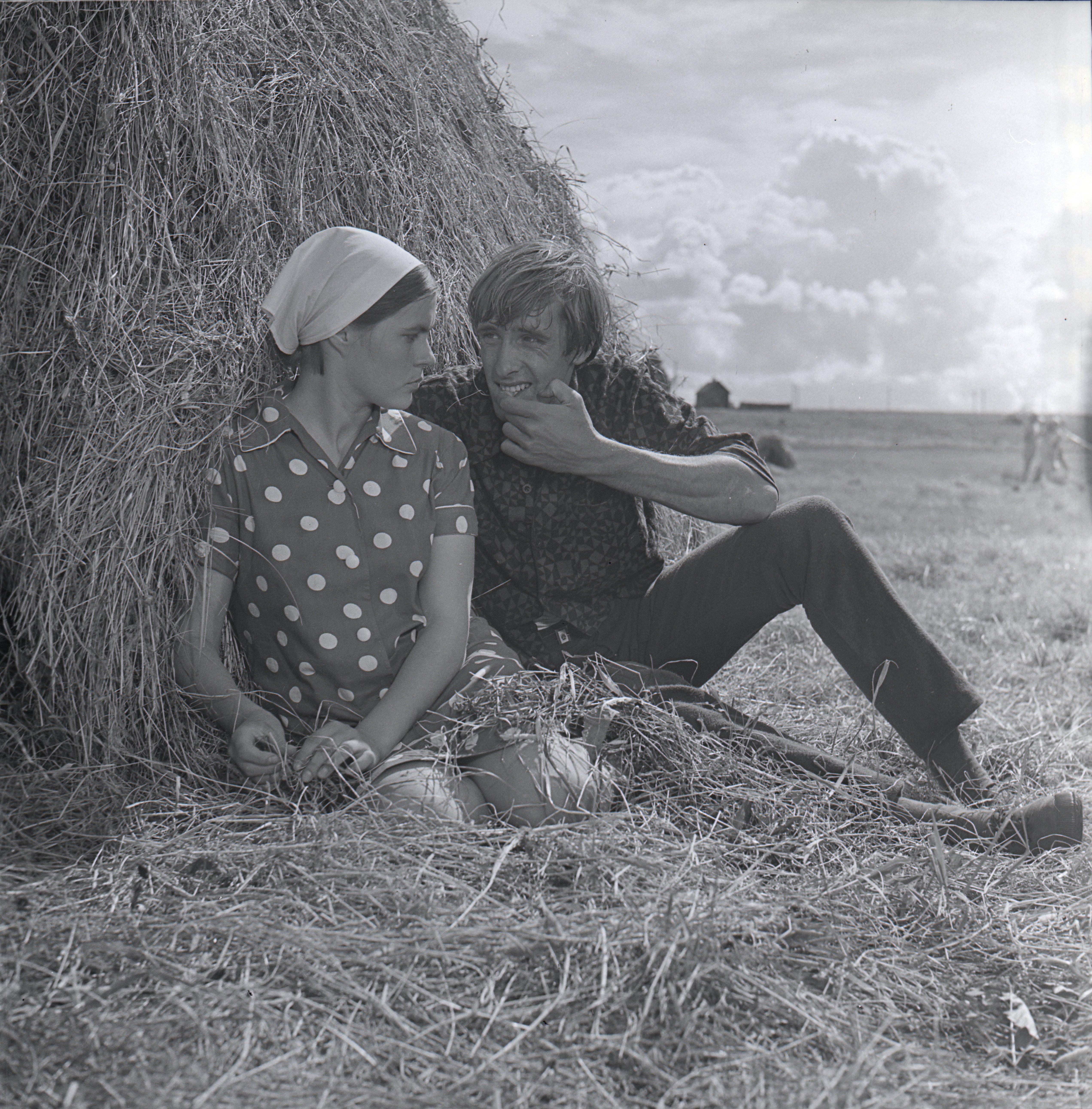 """EFA 0-213839. Mängufilm """"Tuulevaikus"""" – Tuisu-Taavi – Ulfsak ja Mare – Marge Visnap-Nöps. Foto: Oti Vasemaa, 1970"""