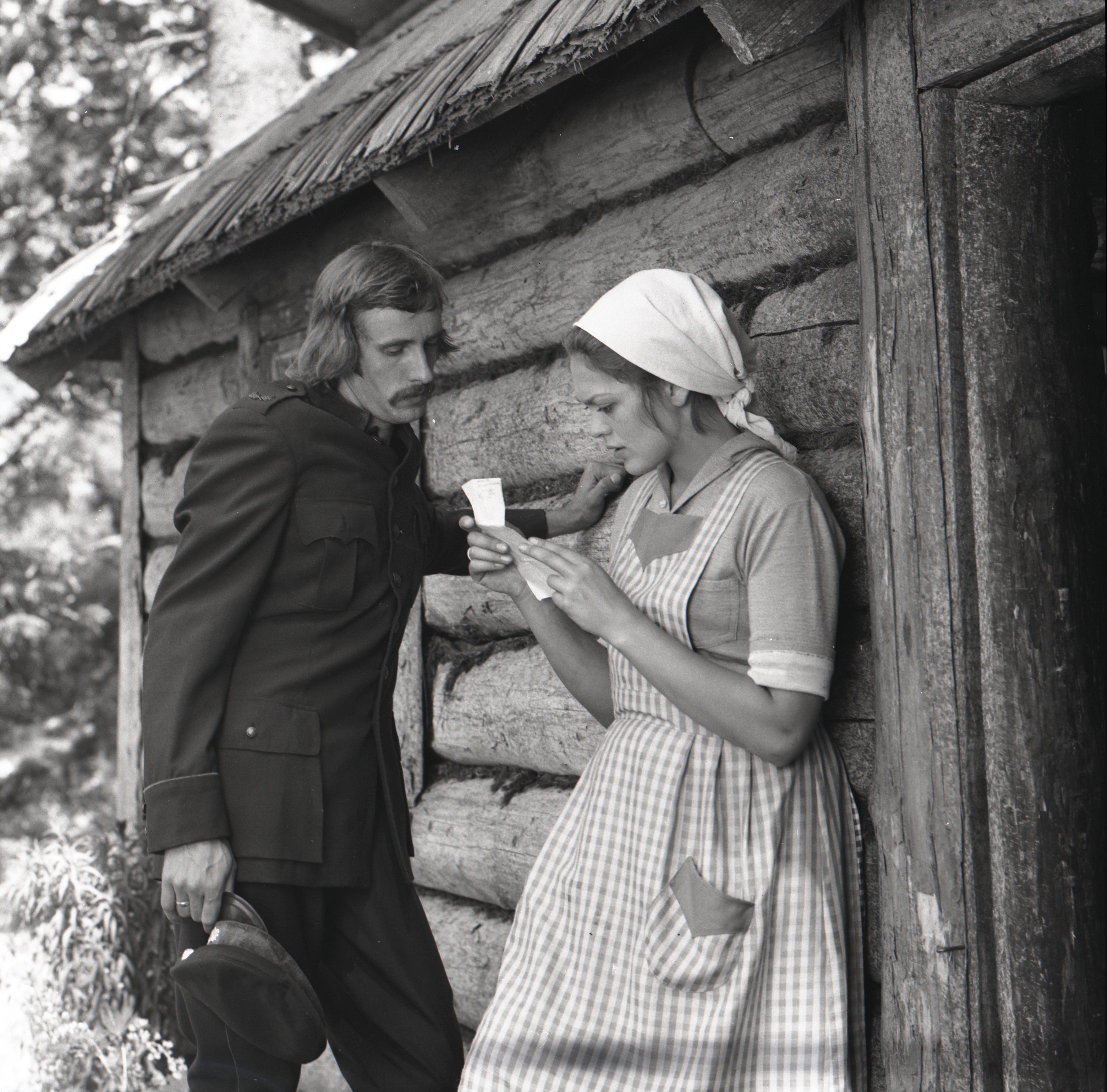 """EFA 0-214213. """"Ukuaru"""" – Aksel – Lembit Ulfsak ja Minna – Elle Kull. Foto: Oti Vasemaa, 1973"""