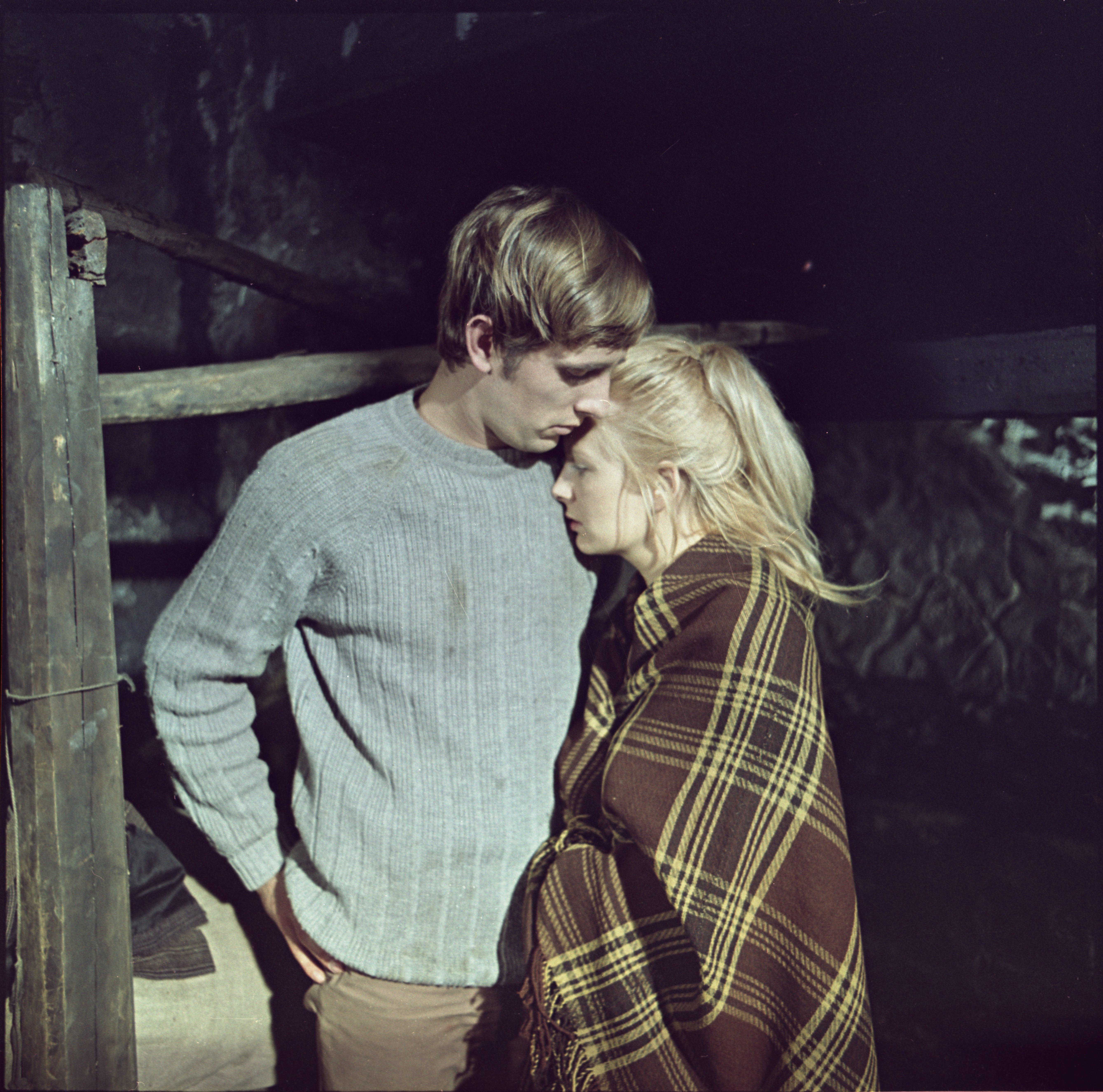 """EFA 0-221816. Mängufilm """"Väike reekviem suupillile"""" – Kristiine – Eve Kivi ja Jaan – Lembit Ulfsak. Foto: Tallinnfilm, 1971"""