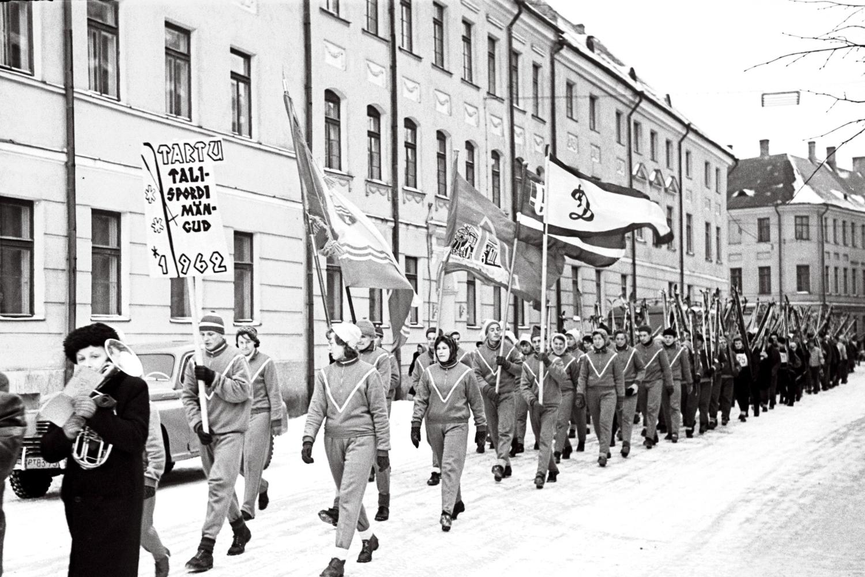 Matkast osavõtjad teel stardipaigale, 1962. EFA.363.0-38242