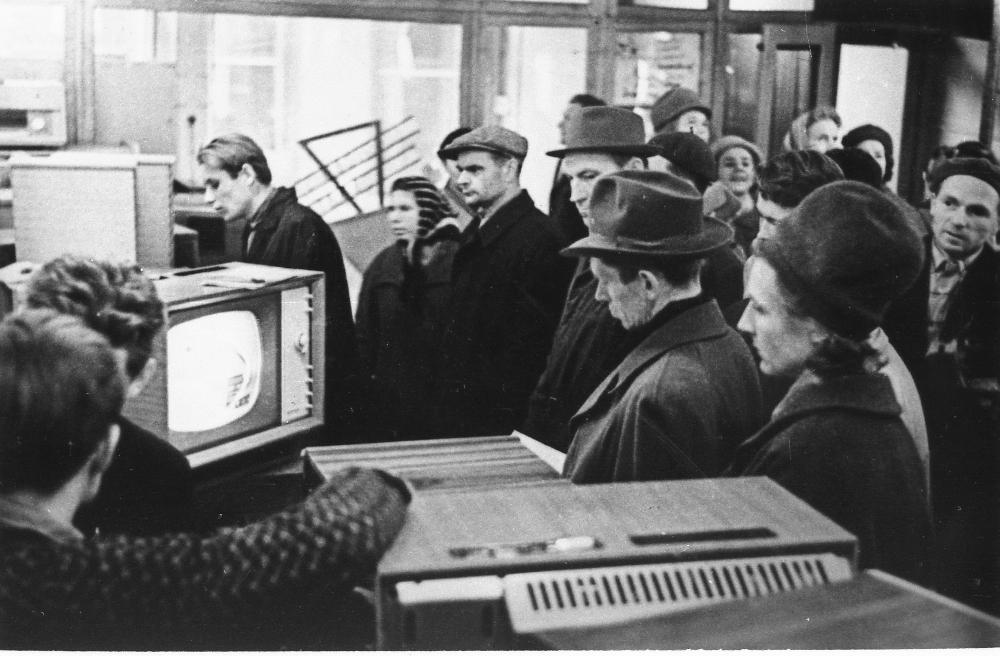 Kaupluse Kodutarve raadiote ja televiisorite osakond, 1964. EFA.263.0-0-38869