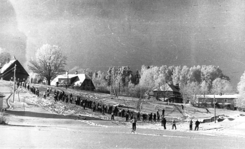 Suusamatkast osavõtjad Käärikul, 1964. EFA.259.0-68814