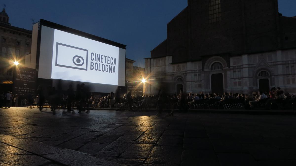 Il Cinema Ritrovato filmifestival Bologna peaväljakul. Foto: Kadi Sikka, 2016