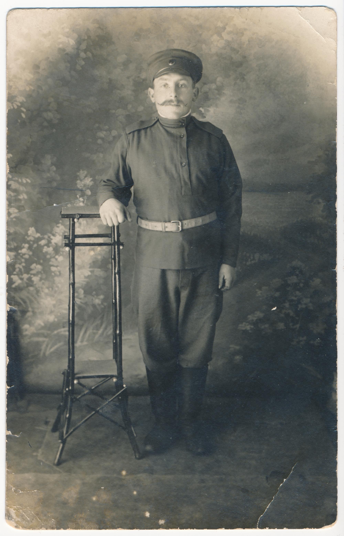 August Jundas Petrogradis 1914. aastal. Erakogu