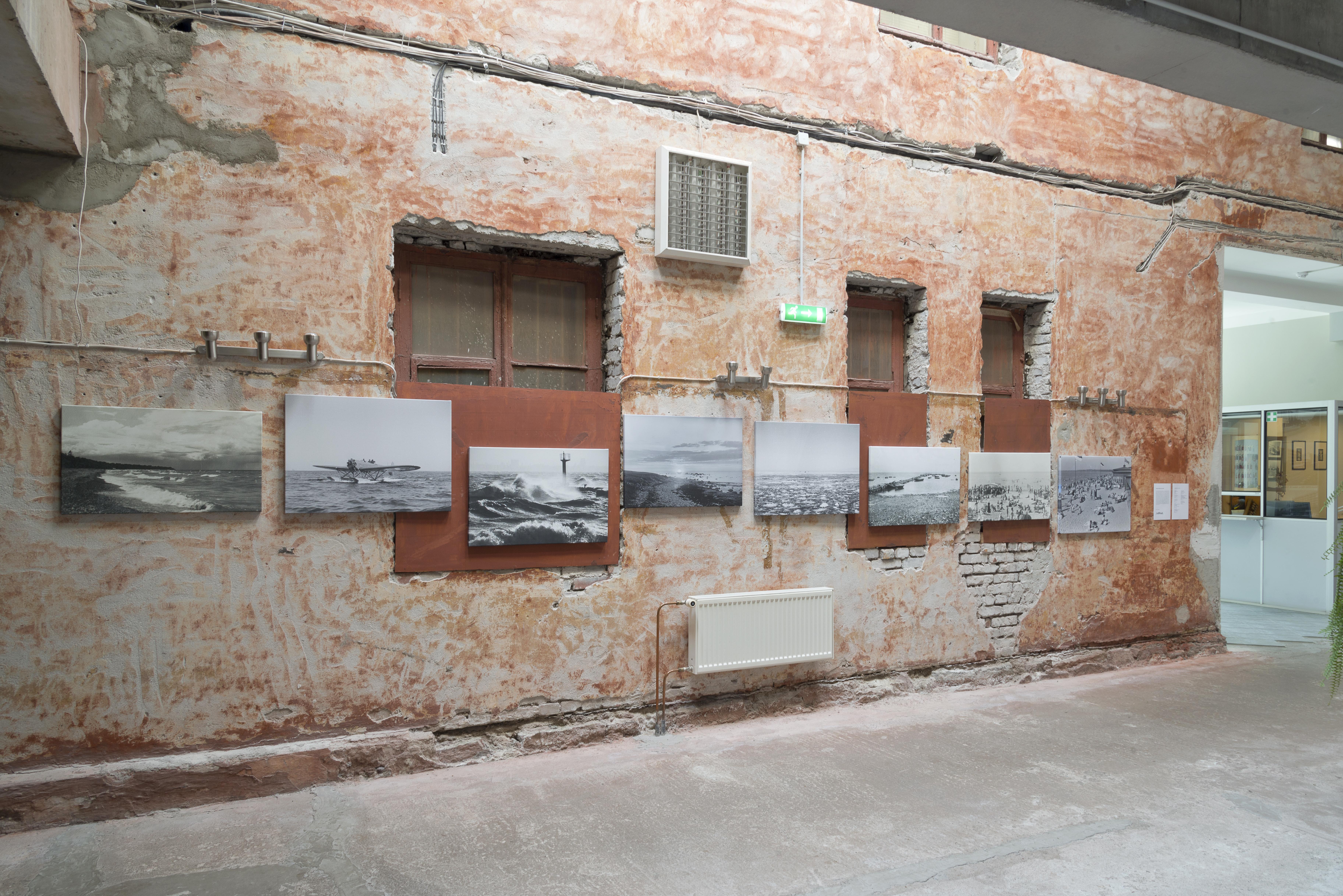 Rahvusarhiivi filmiarhiivi fuajees on avatud näitus, mis käsitleb kaamera suunamist mere poole. _DSC0023