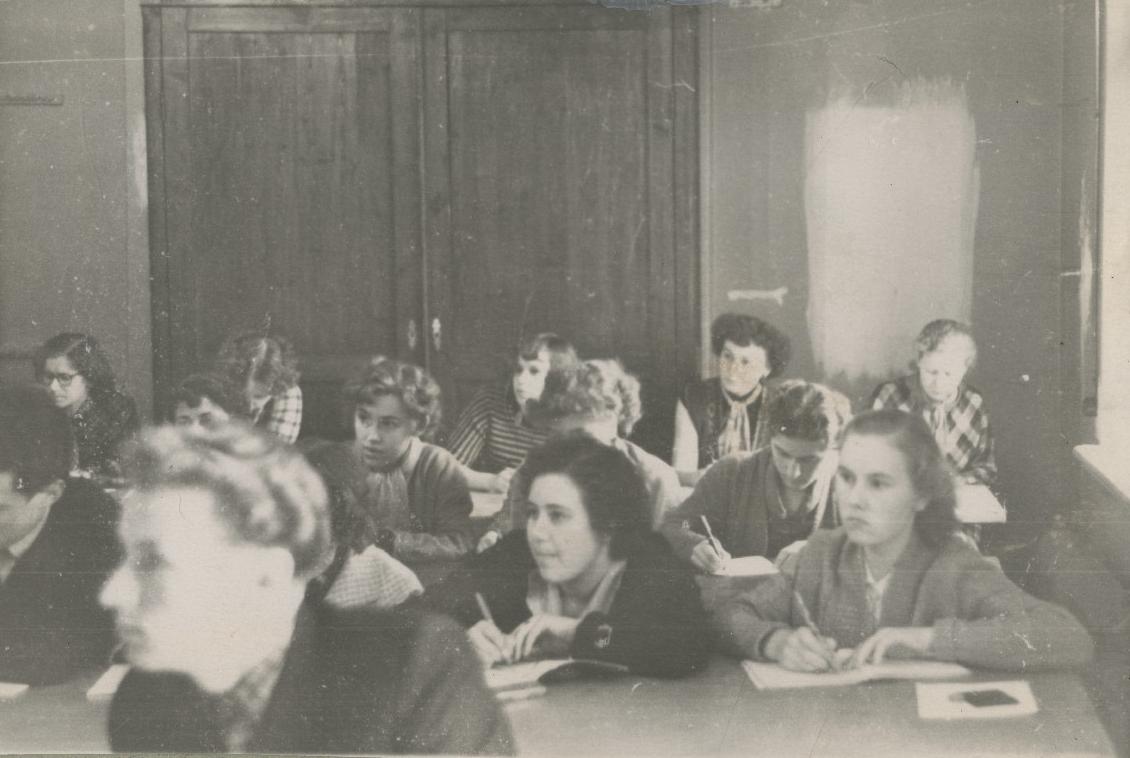 TRÜ ajalooteaduskonna üliõpilaste arhiivinduse praktikum. 1959. EAA.R-271.1.1682.1.8