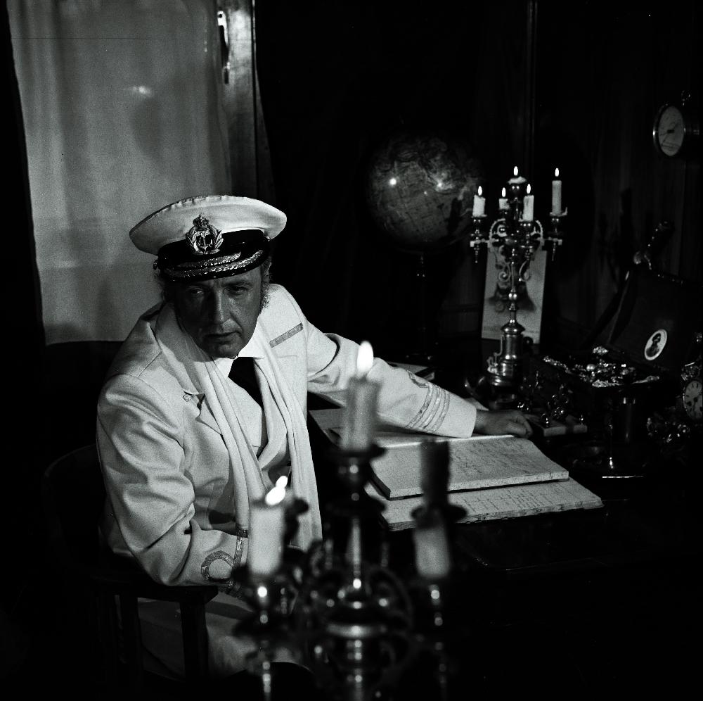 "Stseen Tallinnfilmi mängufilmist ""Arabella, mereröövli tütar"". Kapten - Aarne Üksküla. 1982. Foto: Viktor Mendunen. RA, EFA.203. 0-203876. 120mm negatiivfilm"