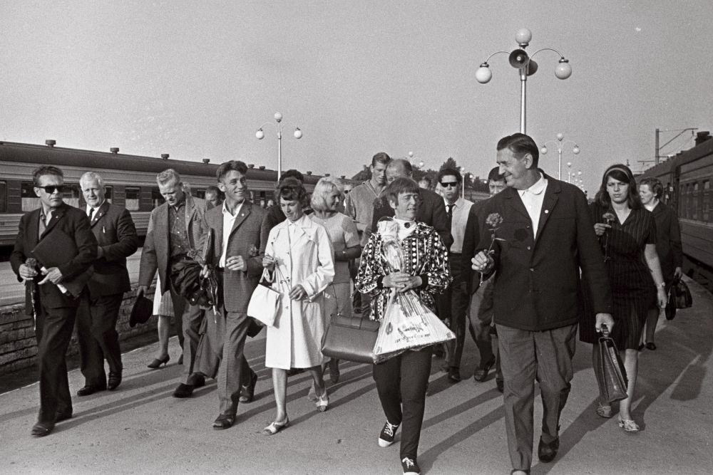 Skandinaaviamaade ametiühingutegelaste vastuvõtt Balti jaamas, 1966. RA, EFA.204.0-69984. 35mm negatiivfilm