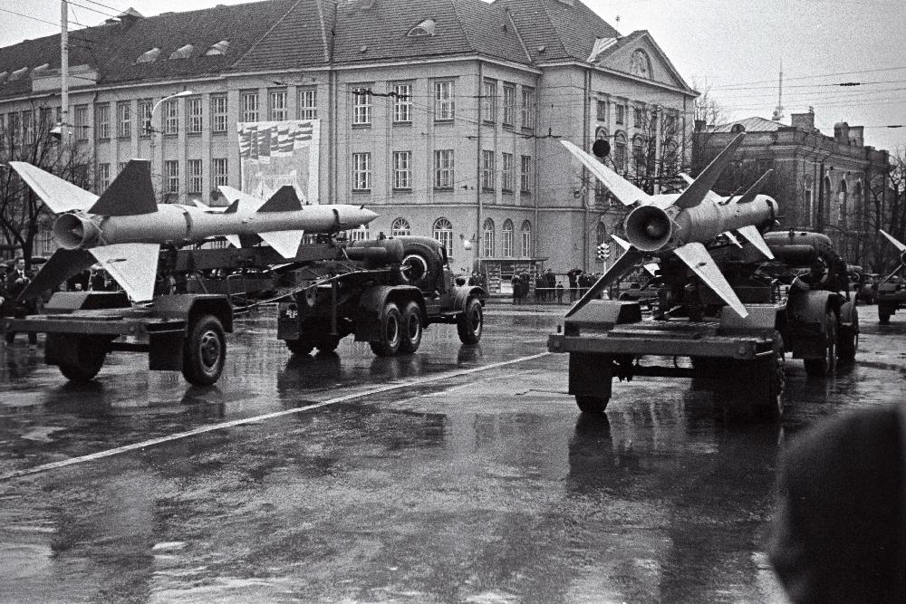Tallinna Garnisoni väeosade paraad. Sõjatehnika. RA, EFA.250.0-59012. 35mm negatiivfilm