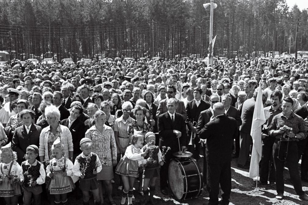 Rahvahulk Pärnu kaubajaamas raudtee avamisel 23.juulil 1971 RA, EFA.204.0-87534