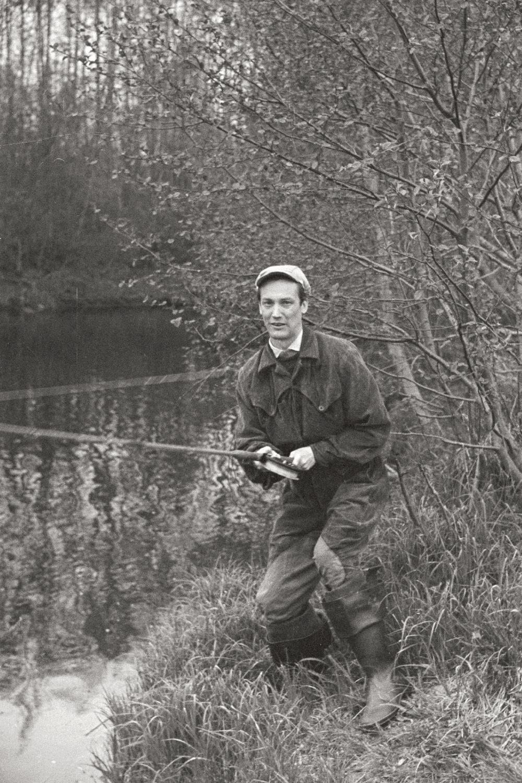 Näitleja Ervin Abel Pirita jõe ääres kala püüdmas, 1961. Foto: Valdur-Peeter Vahi. RA, EFA.412.0-203014. 35mm negatiivfilm