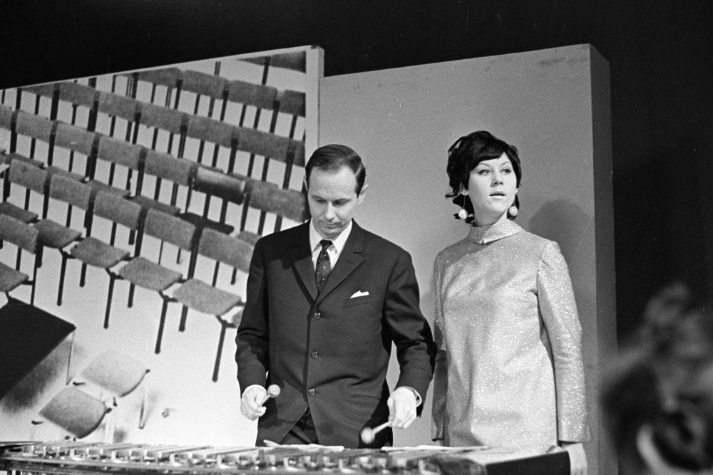 """Kalju Terasmaa ja Heidy Tamme """"Horoskoobi"""" saates, veebr.1969. EFA.412.0.208202"""