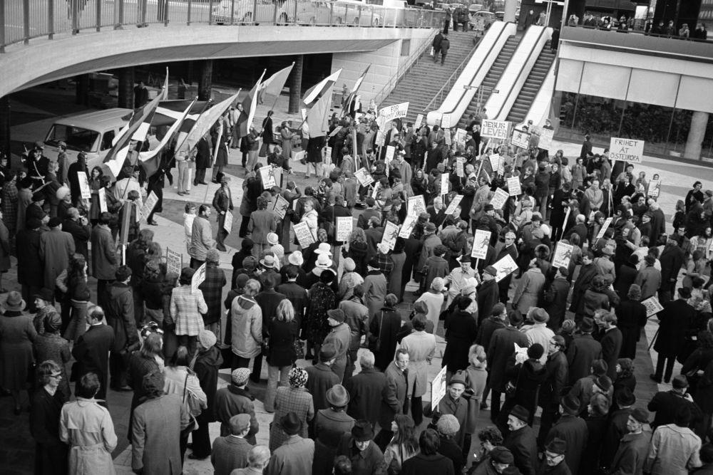 Balti riikide pagulasorganisatsioonide meeleavaldus Stokholmis A.Kossõgini visiidi puhul, 1972. EFA.656.0-328516. 35mm negatiivfilm