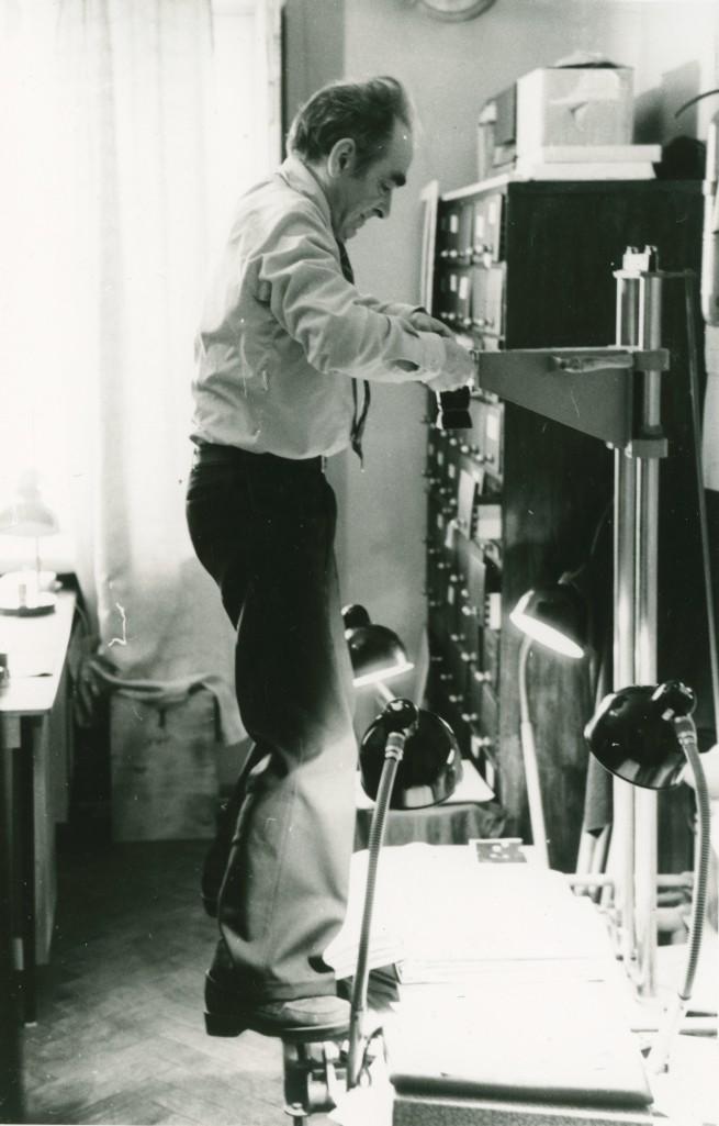 Partei Ajaloo Instituudi fotograaf Georgi Tsvetkov tööhoos, 1979. ERAF2.2.3705.1. eraf2-2-3705-1
