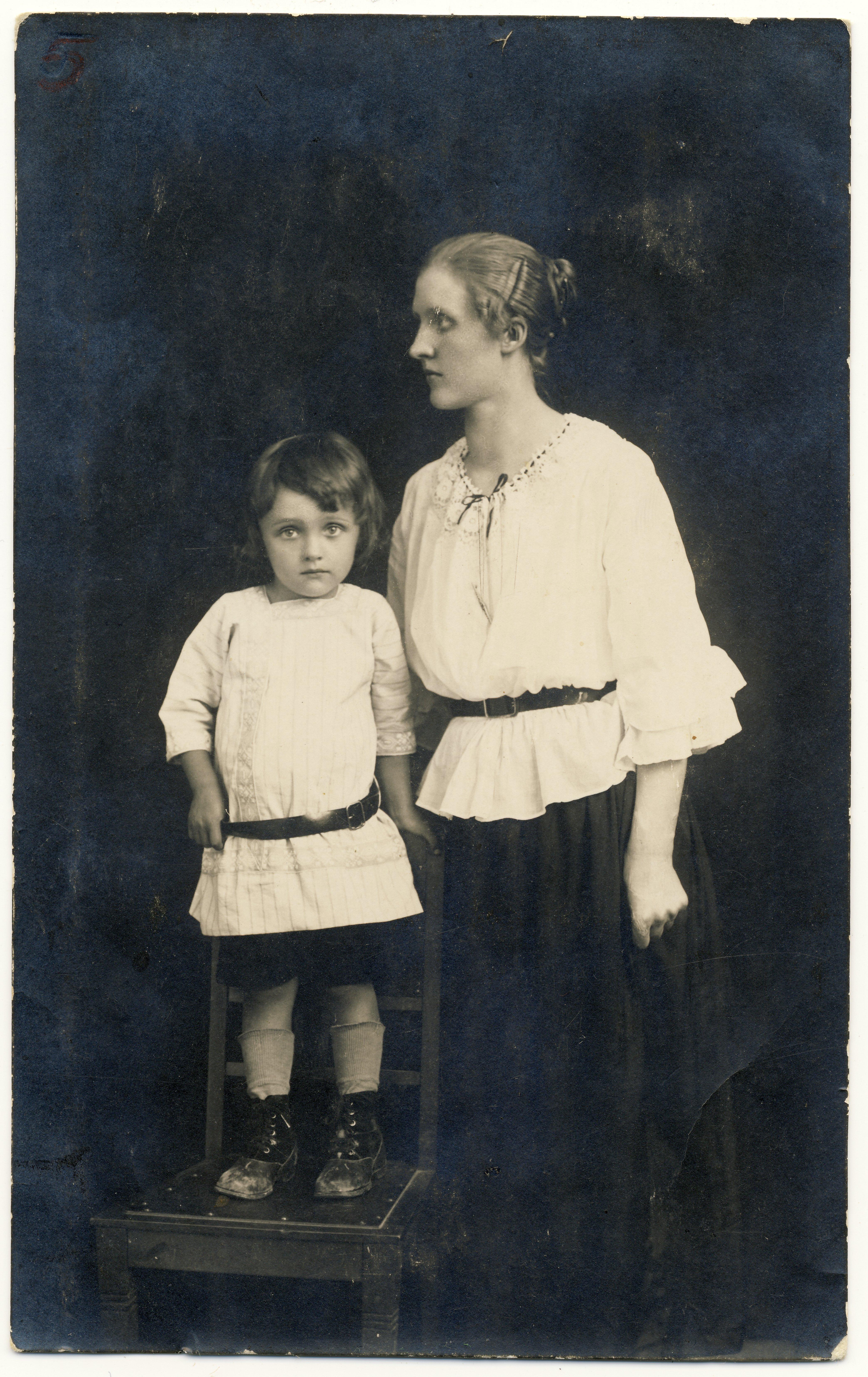 Raimond Valgre ema, Linda Tiiseliga Paides