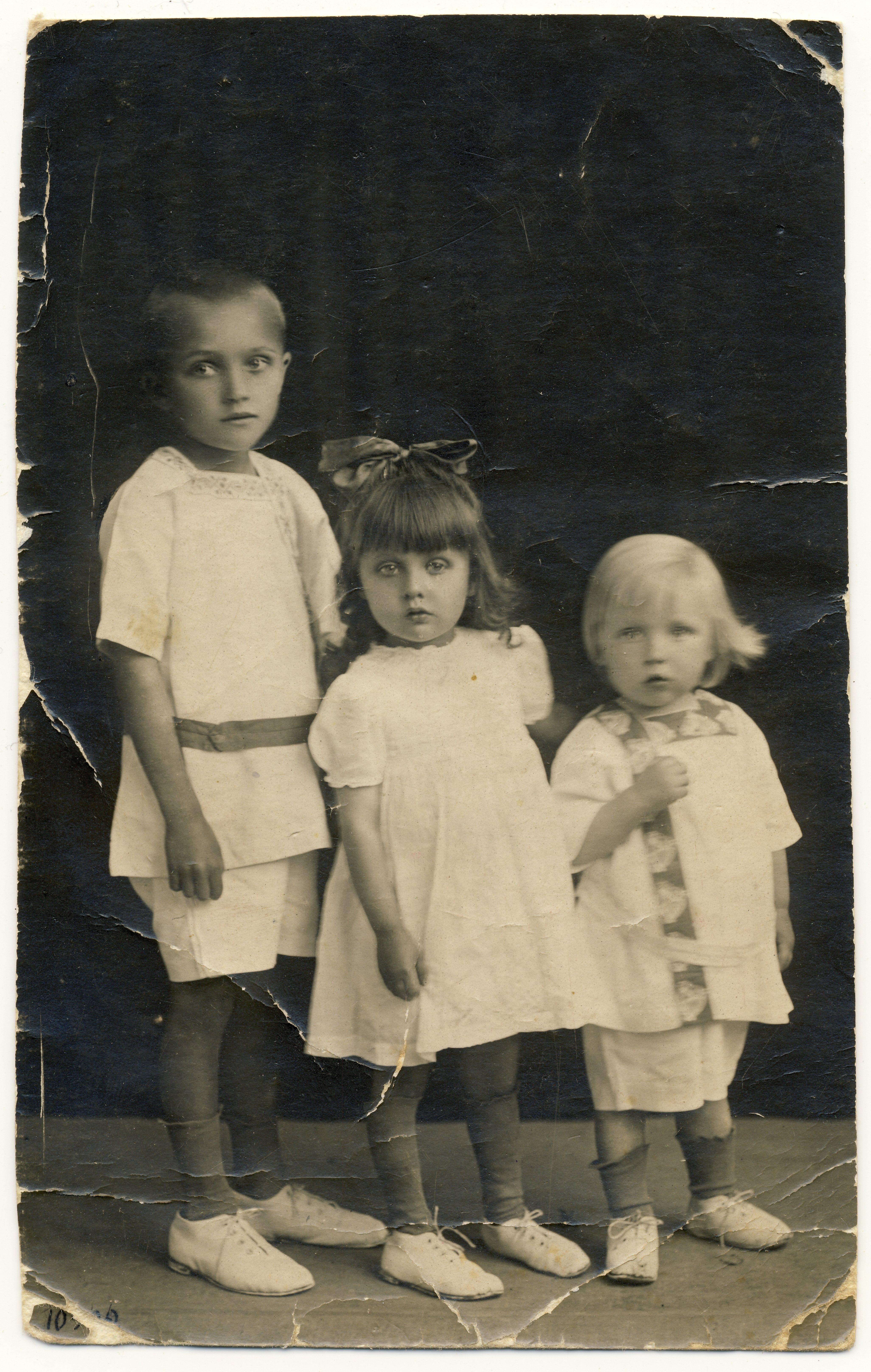 Vasakult: Raimond Valgre, vend Enn ja õde Eevi