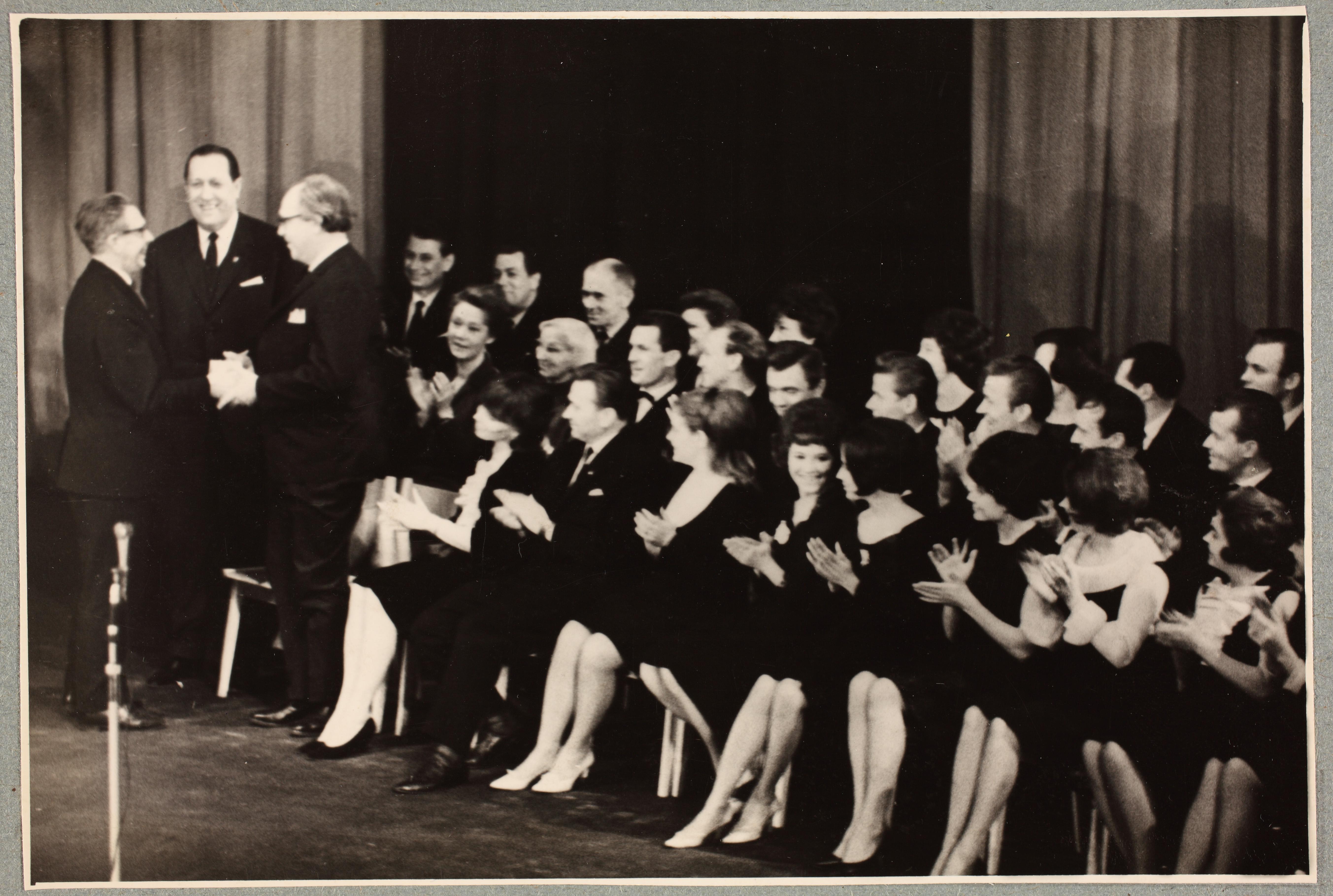 Teatri avamine 13. veebruaril 1966. Vasakult Kirjanike Liidu esimees Juhan Smuul, teatri direktor Eino Laks, lavastaja Voldemar Panso. ERA-R.0-2272.1.22