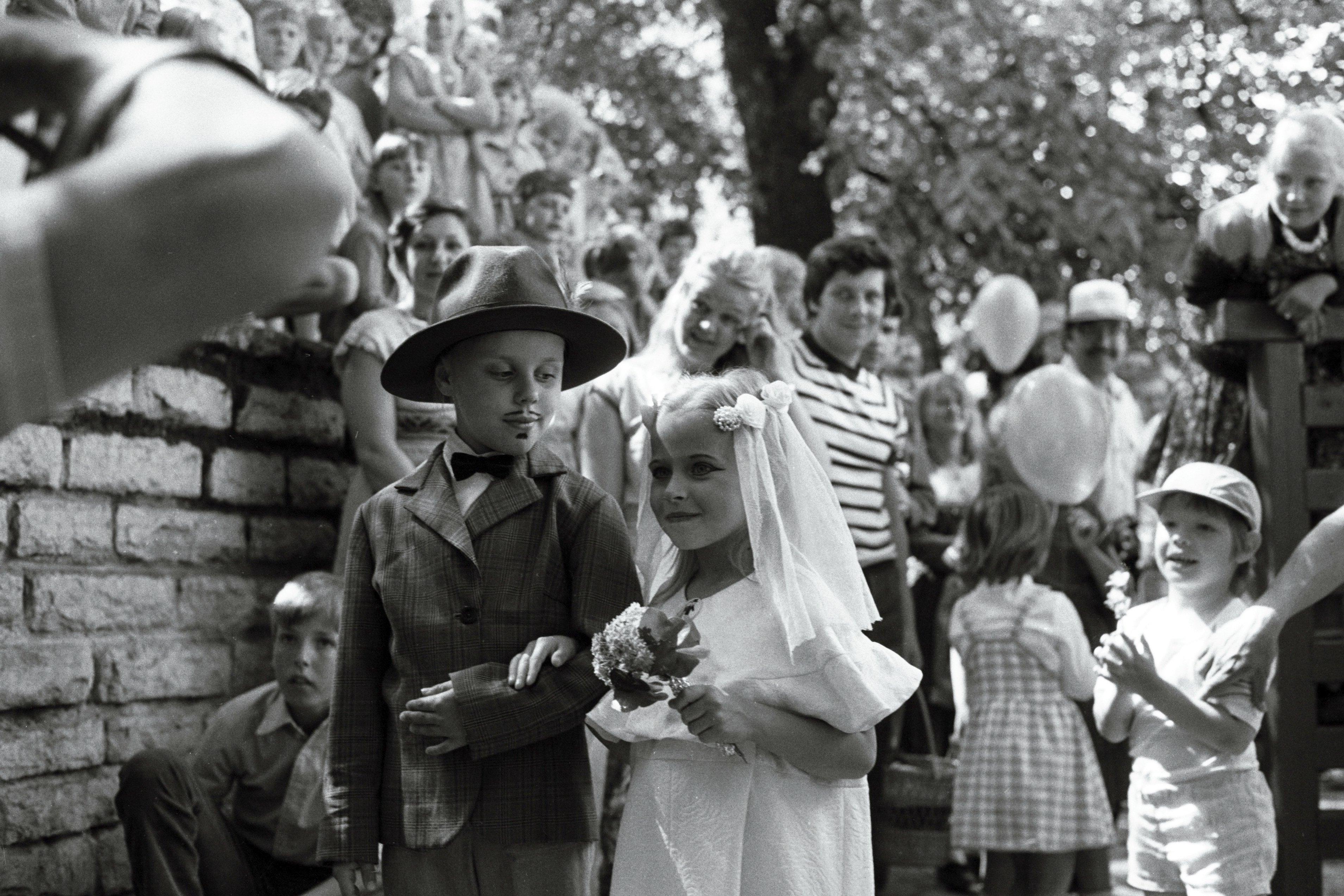 Foto Vanalinna päevadest aastatest 1984 - 1990. Väike noorpaar. Fotograaf: Georgi Tsvetkov. erf0002_002_0001151_00000_00007_fk