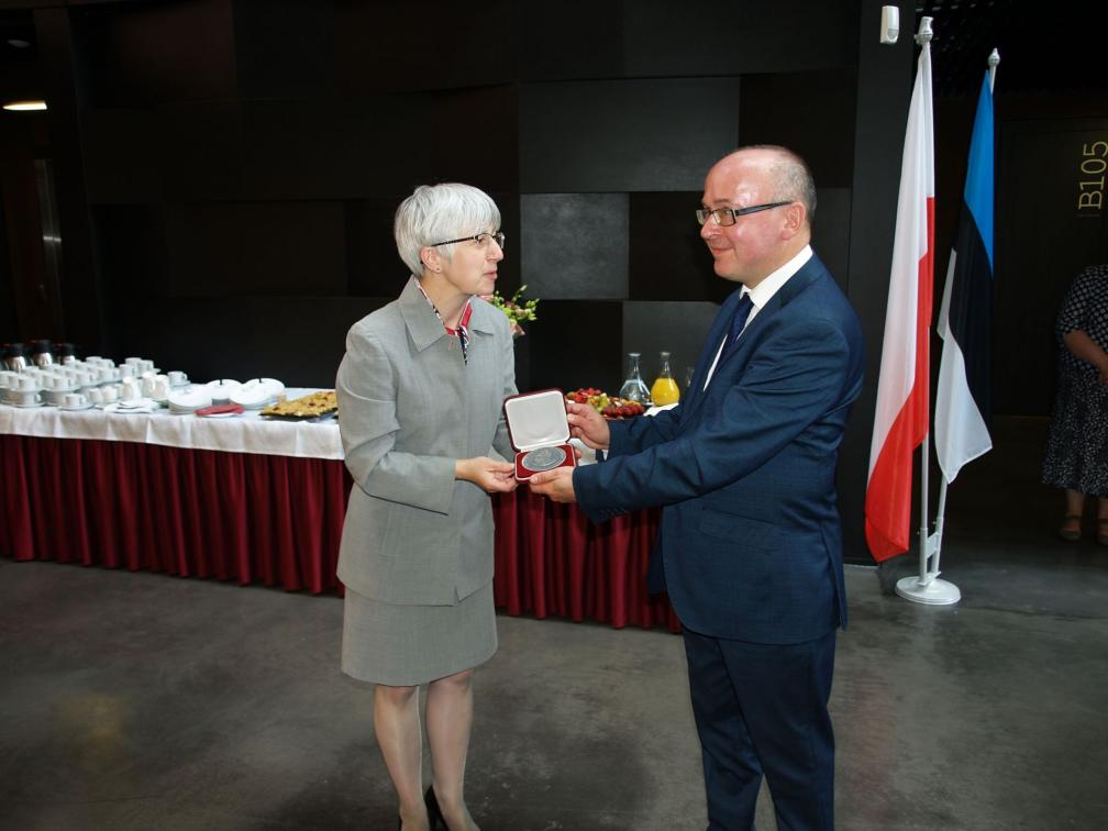 Sławomira Borowska-Peterson, specialist of public and cultural diplomacy at the Polish Embassy and Priit Pirsko, National Archivist at the Estonian National Archives