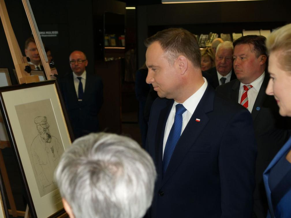 Polish President Andrzej Duda and his wife have a look at the exhibition at Estonian National Archive