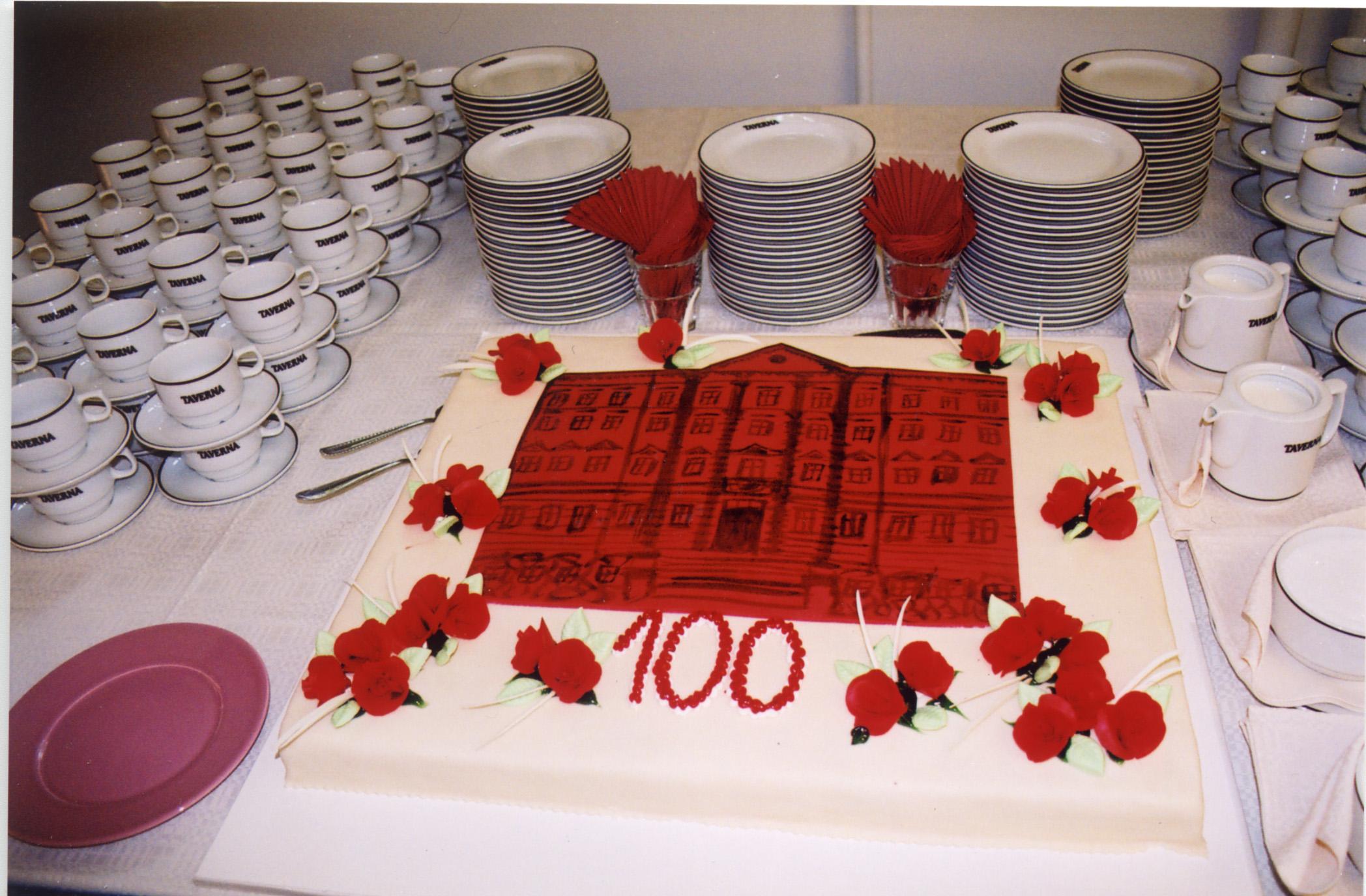 Arhiivihoone 100. sünnipäeva tähistamine mais 2004. Foto: Helina Tamman