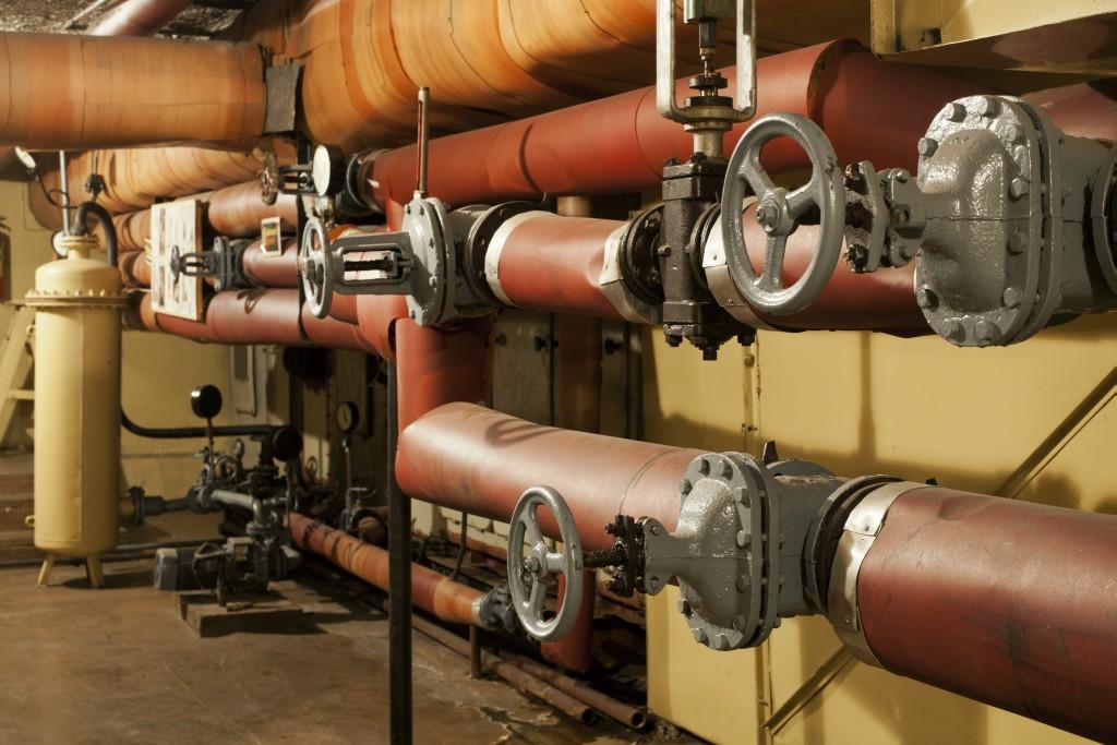 Ühe korrusega maa alla ulatuvat hoidlat varustas õhuga ja hoidis majas sobivat temperatuuri Saksa DV päritolu imemasin, mille tehnika oli algselt mõeldud kalalaevade jahutusseadmeks. Foto: Jarmo Nagel. _mg_1173