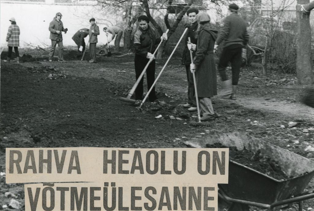 partei-ajaloo-instituudi-ttajad-kommunistlikul-laupevakul--the-employees-of-estonian-communist-party-history-institute (2)