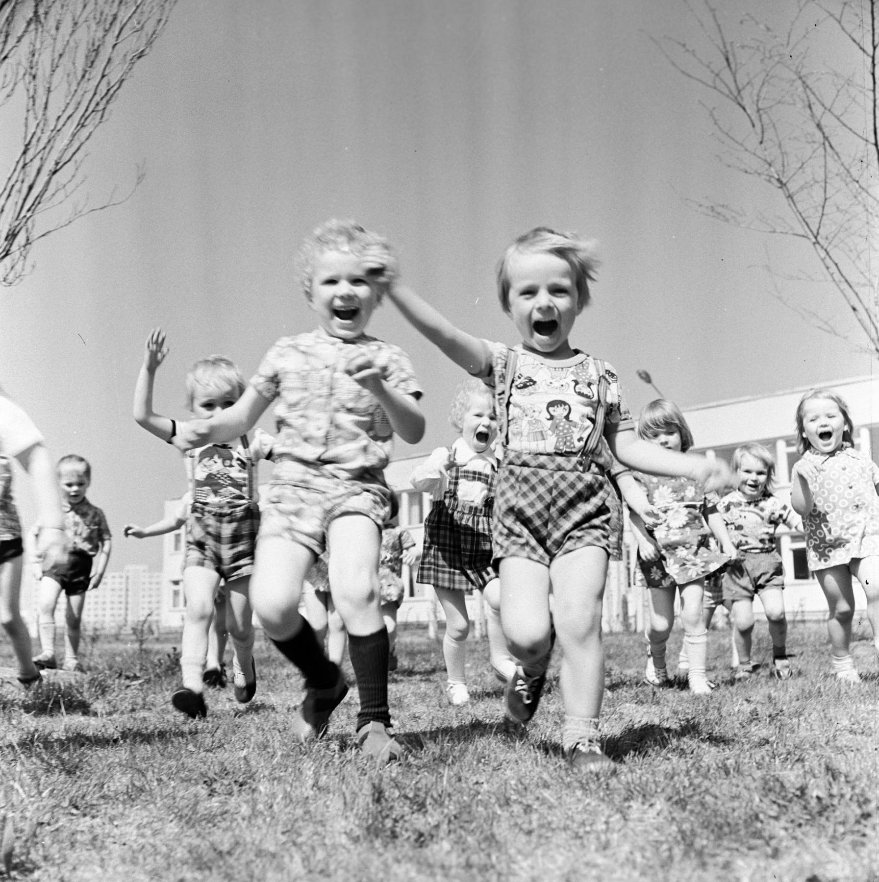 Eesti elukaared: Sajandi album — lapsepõlv