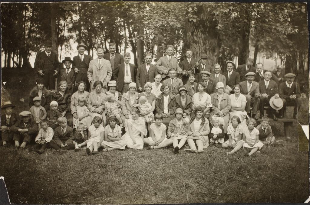 ERAF.9595.1.19.4. Seattle'i Eesti Tööliste Klubi grupifoto koos külalistega Tacomast, Bellinghamist, Plaine'ist ja Brush-Prairie'st 1928. aasta juulis.